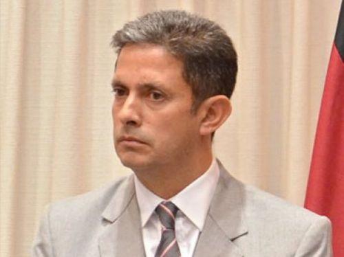 Luis Gómez Almaraz le dio explicaciones a Amado Mamaní, miembro del pueblo Tastil, que no lo convencieron.