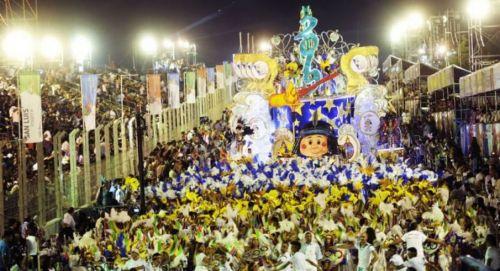 """El carnaval en Corrientes, el fin de semana largo de Carnaval creció el movimiento turístico pero el gasto fue """"gasolero""""."""