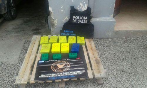El auto fue desmantelado en el taller policial de Juramento y España.