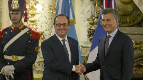 Hollande y Macri se dan la mano en su ultima visita al país