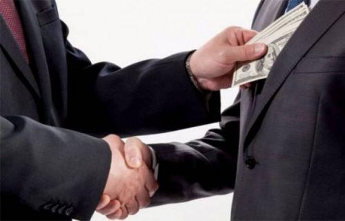 En delitos de corrupción de funcionarios públicos no sólo se aplicará la pena de prisión sino que el dinero mal habido vuelva al Estado.