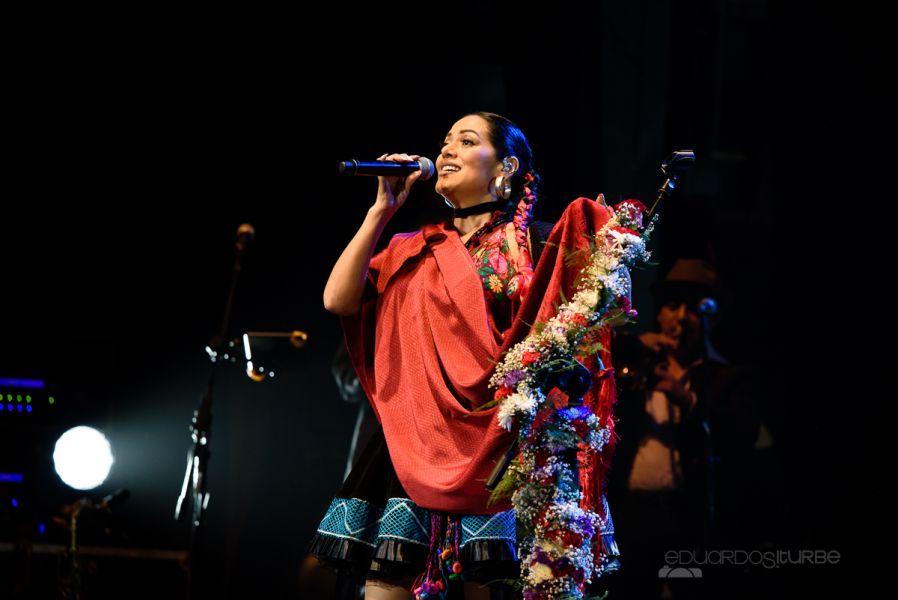 Lila Downs arrancó suspiros como gran artista y fue aplaudida de pie por segunda vez en el escenario del Teatro Provincial de Salta.