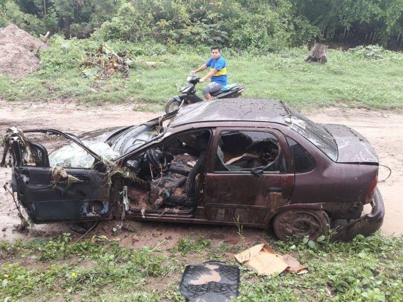 El hombre se trasladaba en su vehículo cuando fue sorprendido por el agua, trató de salir y fue arrastrado