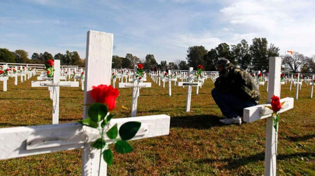 La próxima etapa de la identificación de los caídos en Malvinas será organizar un viaje humanitario de los familiares al cementerio de Darwin.