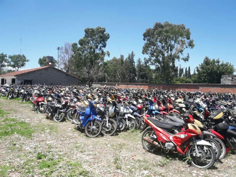 Son 150 lotes de 10 motocicletas las que se rematarán
