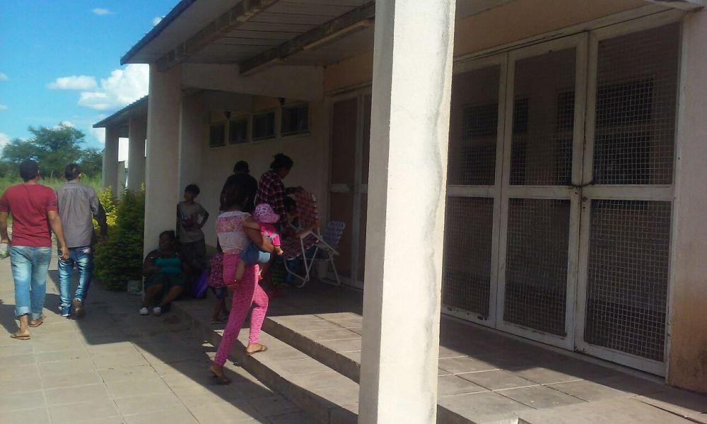 El minihospital de Lapacho I fue tomado ayer por integrantes de pueblos originarios.