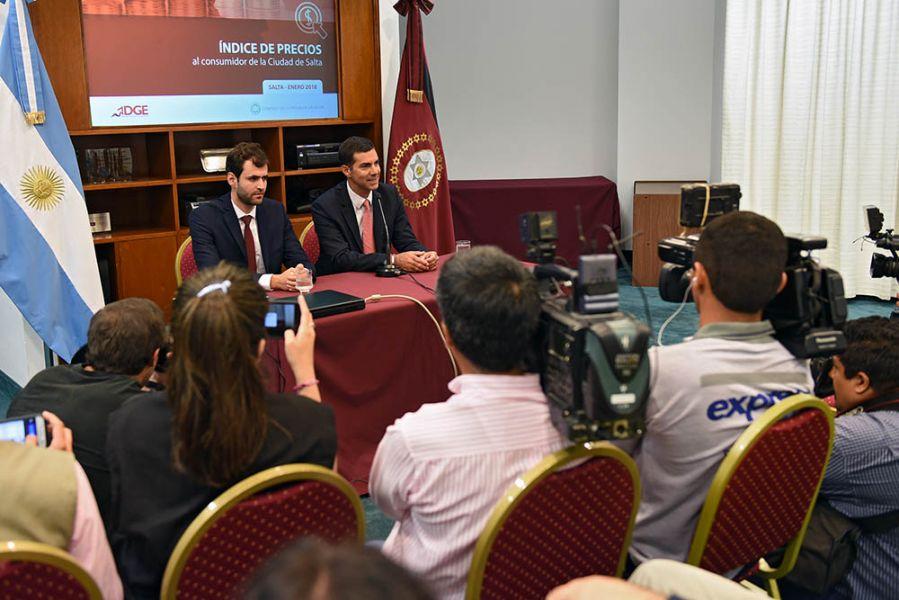 Urtubey y Estrada durante la presentación.