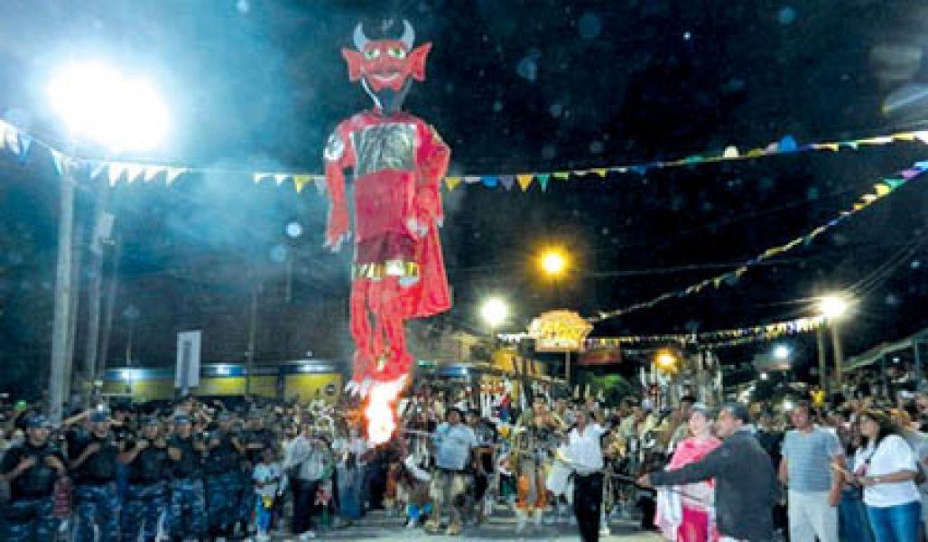 Coplas, quema del pujllay, corsos, entre propuestas carnavaleras se desarrollan en toda la provincia este fin de semana largo.