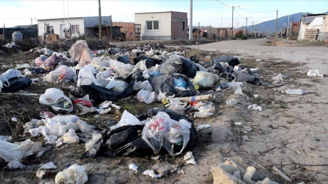 """""""Hay que tratar de trabajar sobre el comportamiento de los salteños"""", argumentó el Secretario de ambiente municipal sobre los microbasurales."""