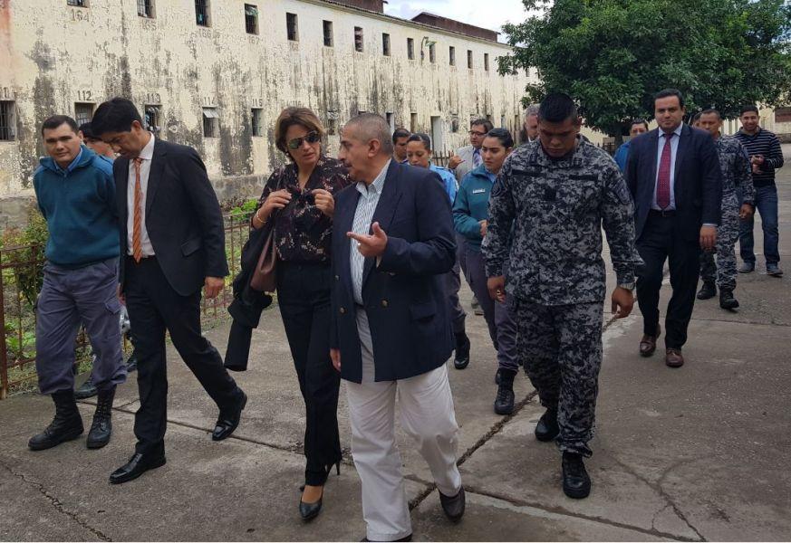 Jueza Ada Zunino en la recorrida del penal de Villa Las Rosas.