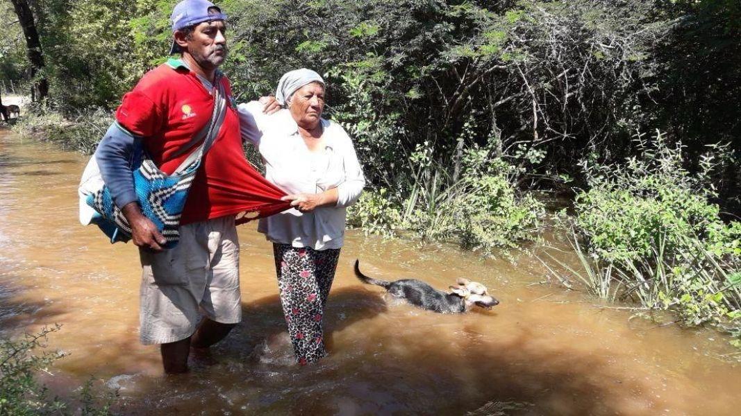 Parajes de Dragones afectados por las crecidas. Originarios afirman que los quieren culpar del saqueo iniciado por habitantes criollos.