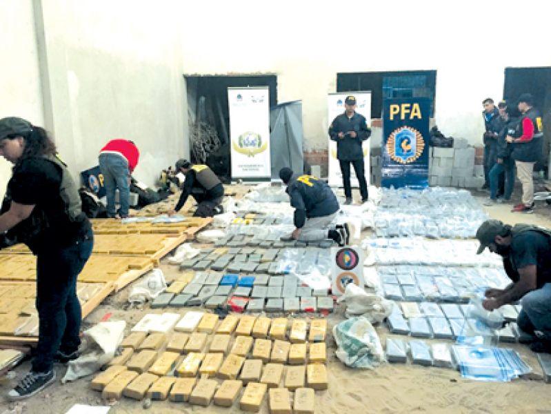 La Federal incautó más de una tonelada de cocaína y al reconstruir los hechos se supo que en los allanamientos había más de 1.000.000 de dólares.