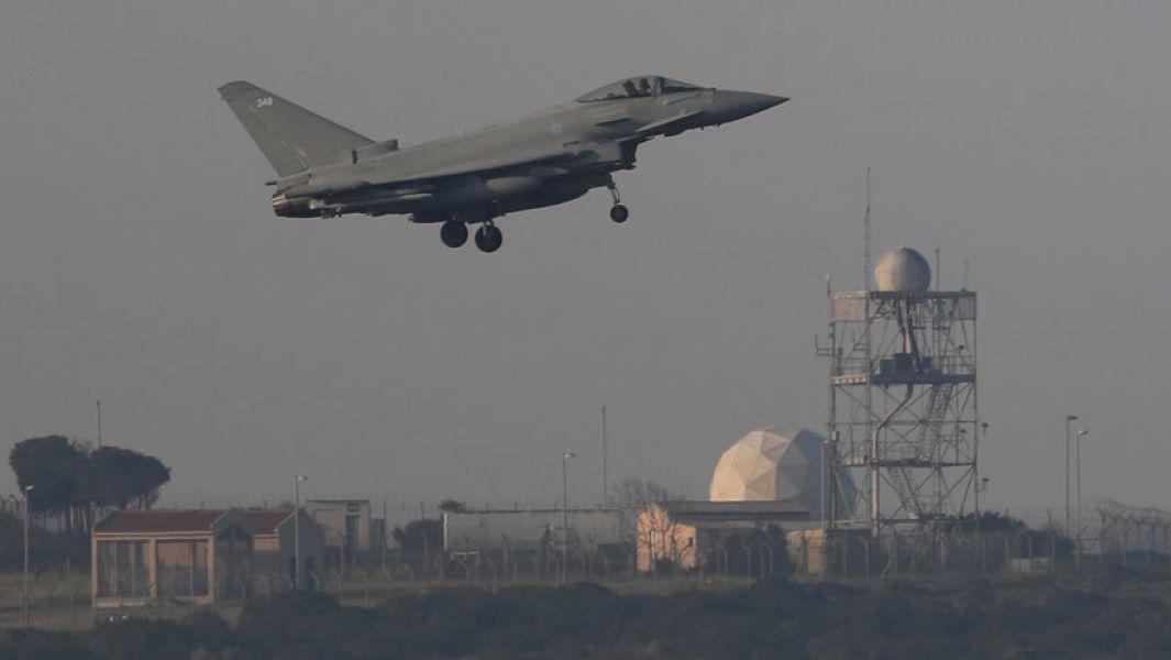 EE.UU., Reino Unido y Francia han lanzado más de 100misiles aire-tierra contra objetivos en Siria durante el ataque de este sábado.