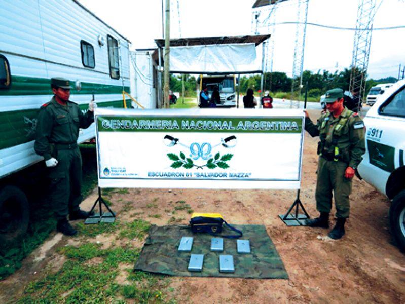 Gendarmería detuvo a dos hombres con drogas. Foto Raúl Costes.