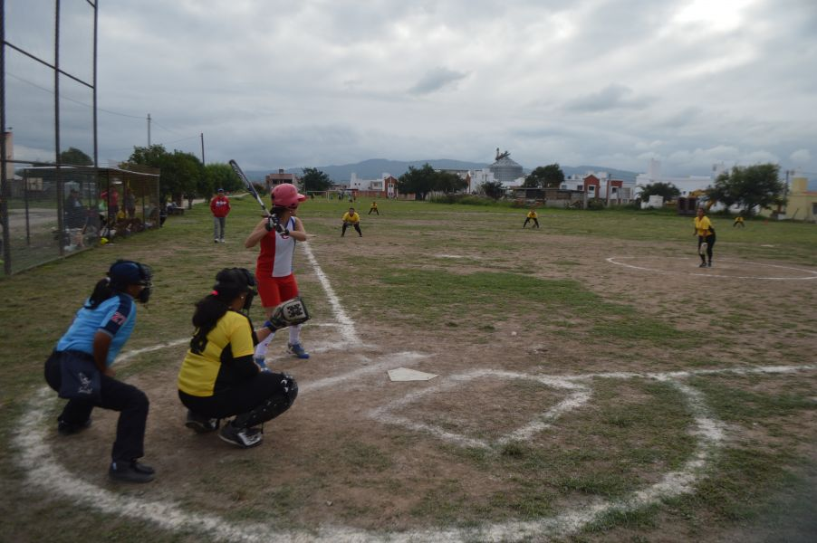 El fin de semana comenzó a jugarse el Torneo Preparaciòn de Sóftbol.