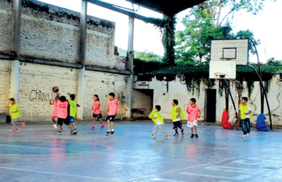 Los chicos seguirán realizando actividades deportivas. Foto: Cien por ciento básquet.