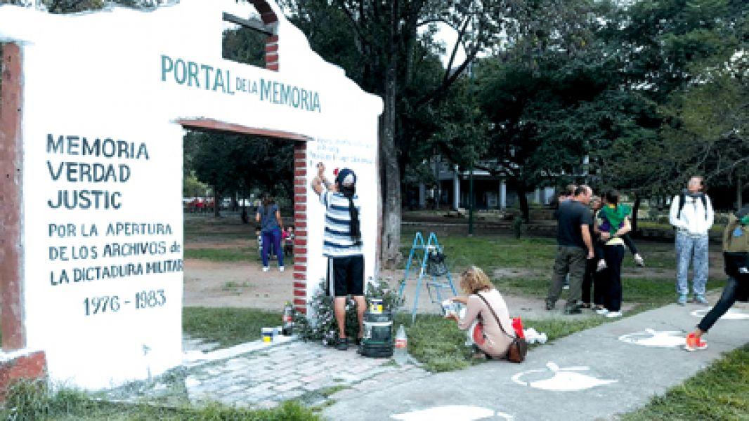La limpieza y repintado comenzó el sábado 12 de mayo y ayer miércoles el Portal de la Memoria quedó reparado.