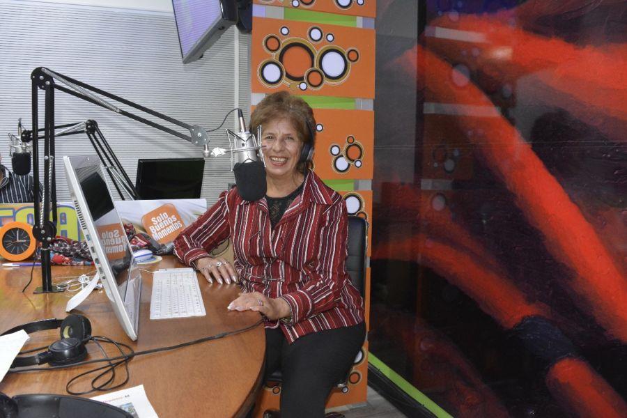 Juanita González, cumple cuarenta años frente a los micrófonos de la radio salteña.