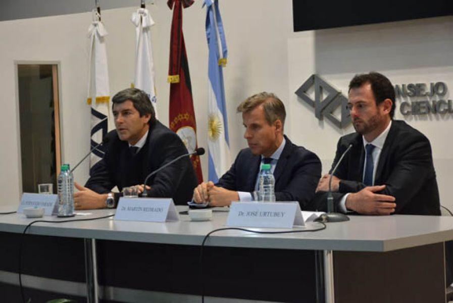 La mesa debate con el economista Martín Redrado en el Concejo Profesional de Ciencias Económicas de Salta.
