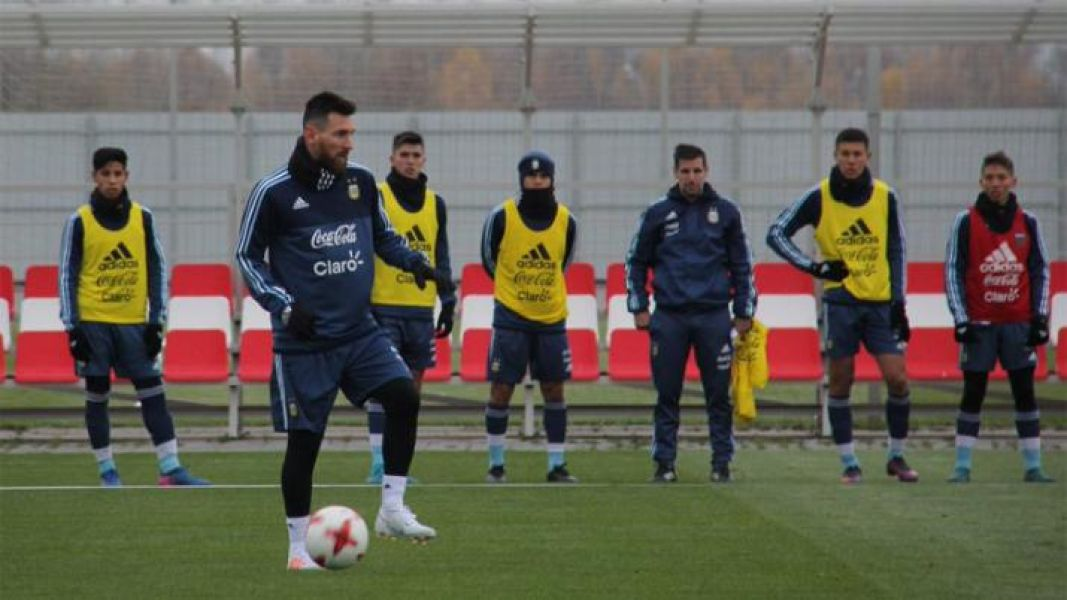 La selección entrenó y el técnico Jorge Sampaoli ya tendría prácticamente definido el equipo para el debut ante Islandia.