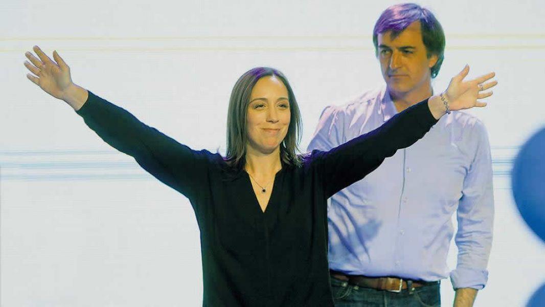La gobernadora bonaerense María Eugenia Vidal y Esteban Bullrich festejando el triunfo que lo consagró senador.