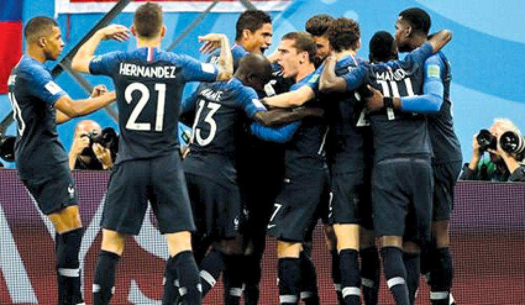 El gran festejo francés. Los galos buscaránel domingo el título ante el vencedor del partido Croacia -Inglaterra