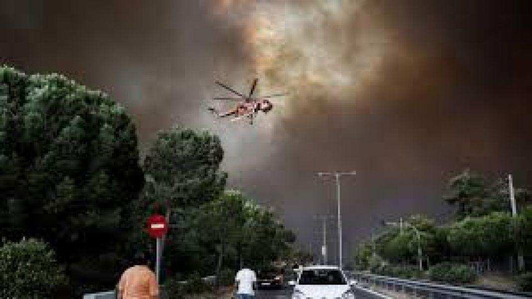 Incendio en Grecia arrasa con todo a su paso.