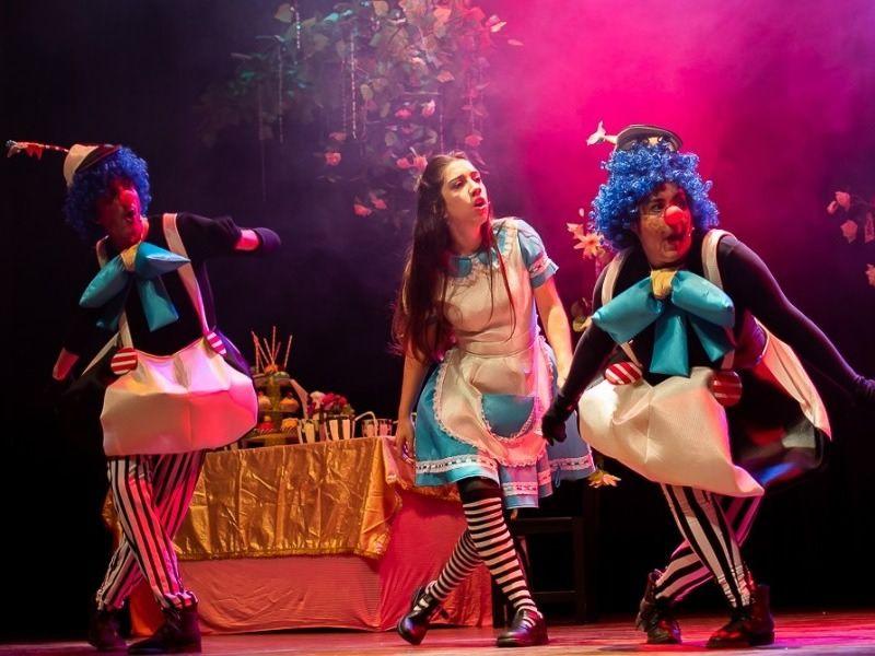 """Escena de """"Alicia en el país de las maravillas"""", del grupo Las Morisquetas de Salta."""