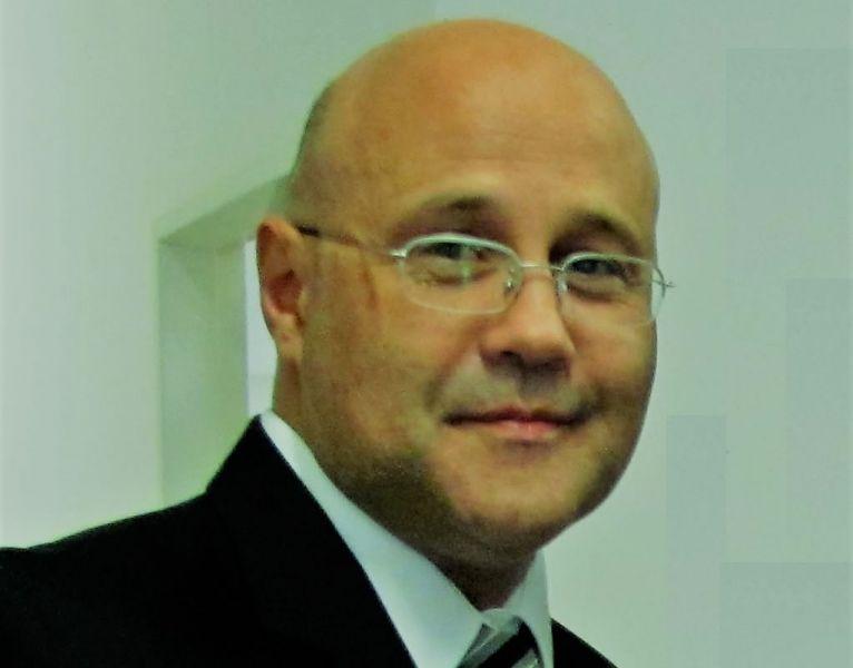 Para aventar el peligro de que el juez Federico Diez juzgará por el mismo delito que lo imputan, se decidió la suspensión.