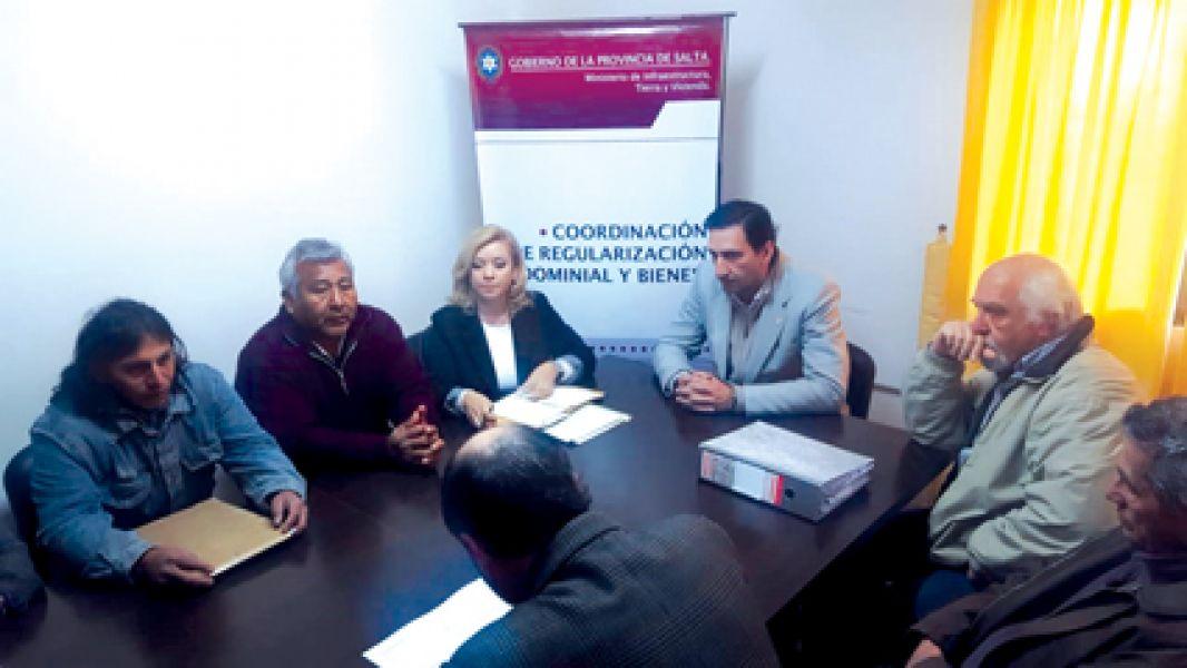 Los vecinos de barrios de la zona sureste y de La Silleta expusieron su problemática de la falta de títulos de sus inmuebles.