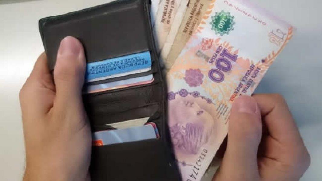 El salario de los argentinos está retrocediendo por las políticas implementadas por la actual gestión.