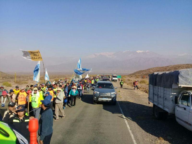 Hasta el mediodía de mañana llegan de varios puntos de la provincia las últimas columnas de peregrinos para la multitudinaria procesión.