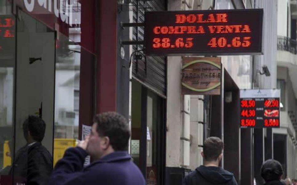 Por el alza continuo del dólar, las reservas del Banco Central cayeron este viernes u$s 529 millones.