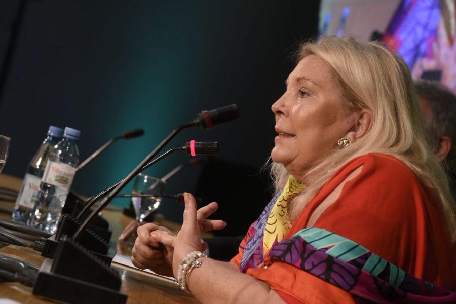 """""""La impunidad no es negociable"""", escribió la líder de la Coalición Cívica - ARI ayer domingo en su cuenta de Twitter."""