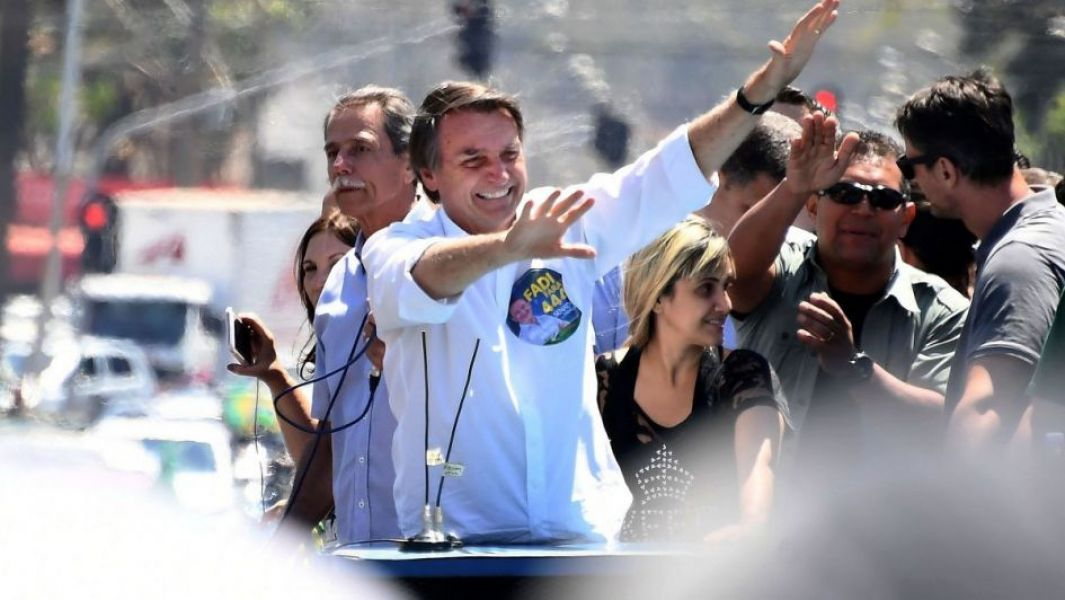 El derechista Jair Bolsonaro triunfaría en la segunda vuelta electoral de  mañana.