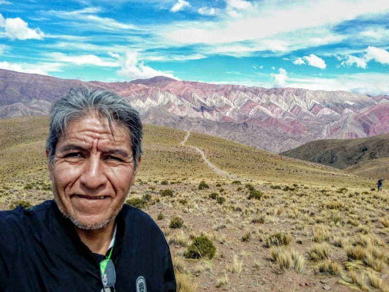 El premiado artista salteño Mario Vidal Lozano entre los colores y la geometría andina.