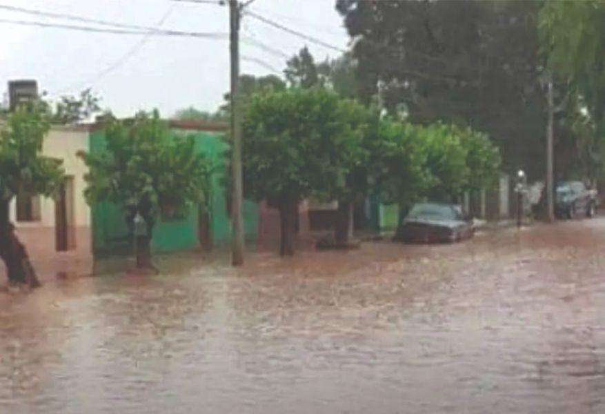 El agua inundó nuevamente Apolinario Saravia.