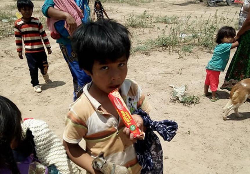 La expulsión de las comunidades por el avance de la frontera agrícola es una de las causas del  déficit nutricional de niños indígenas.