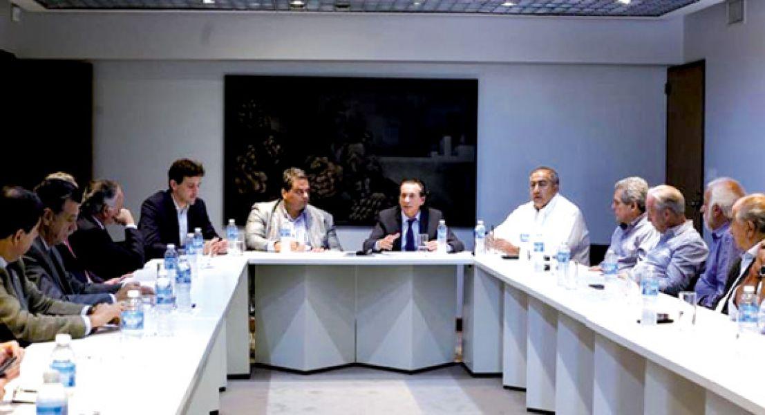 La reunión tripartita entre el Gobierno, la CGT y los empresarios se acordó una compensación extraordinaria no remunerativa.