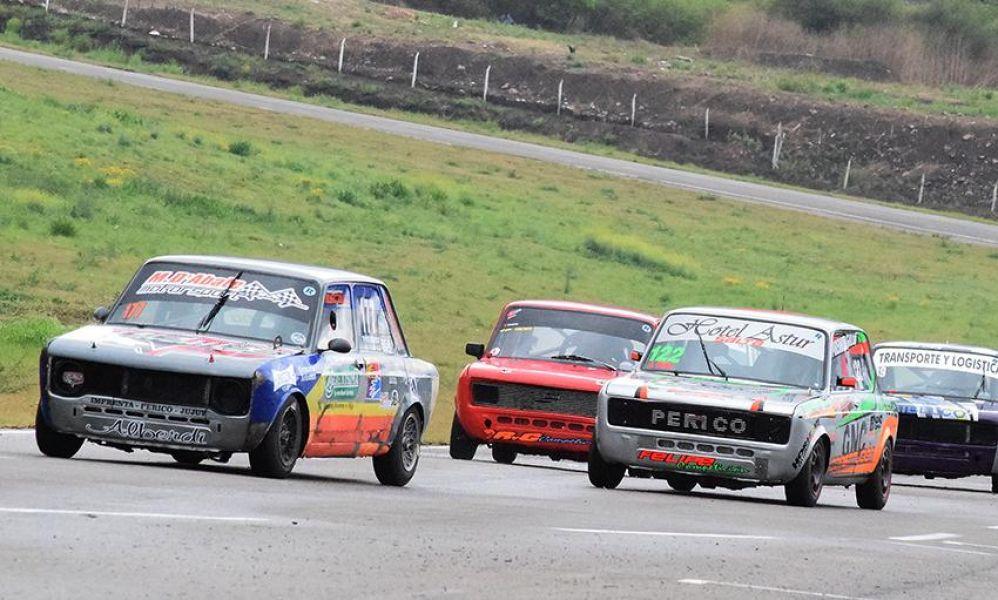 Alejo D'Abate al frente de la categoría Escuela TP 1100. Este fin de semana podría lograr su primer título en el automovilismo Zonal.