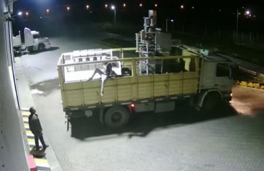 En una filmación difundida por el Ministerio Público Fiscal se ve a los acusados cometiendo el robo en la empresa Nutribas SA.