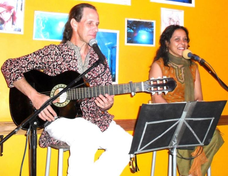 """Los participantes del taller de Víctor """"Vicky"""" Doyle y Elizabeth Catalano podrán seguir, aprender los mantras y cantos audioperceptivamente."""