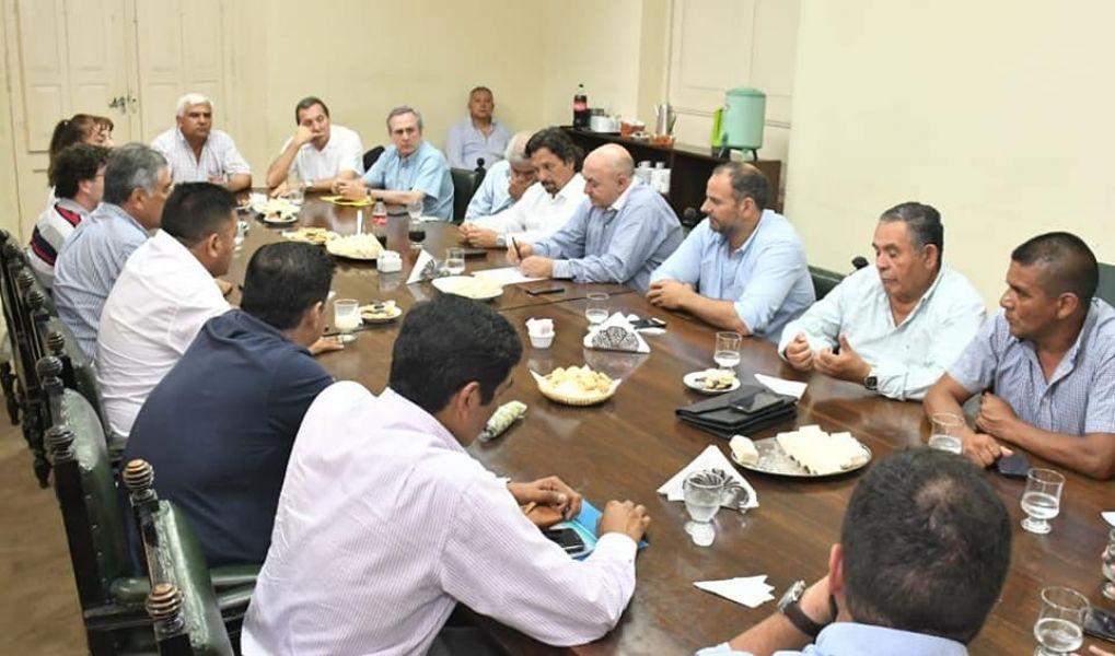 El intendente Gustavo Sáenz concurrió al bloque de senadores del PJ a quienes transmitió su anhelo de suceder a Urtubey.