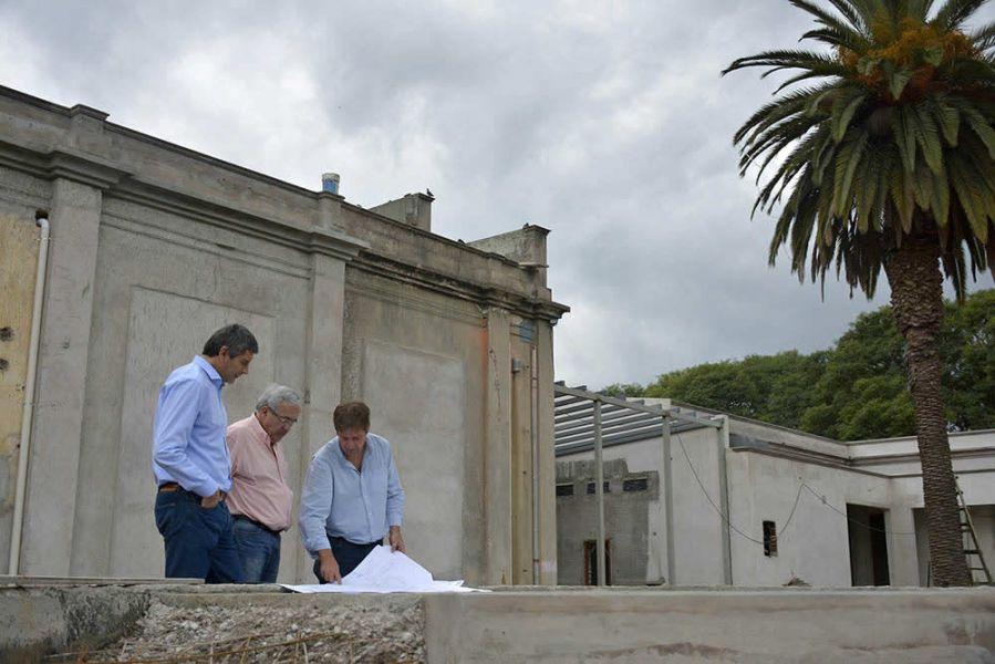 Fernando Yarade hizo un recorrido por las obras de la Usina Cultura junto a funcionarios provinciales.