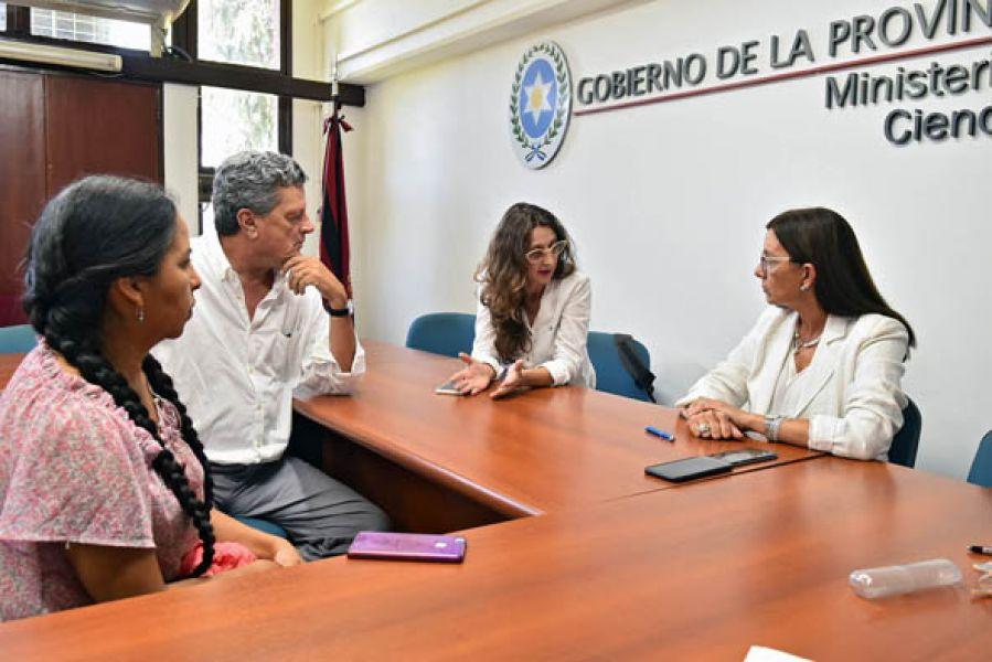 Berruezo ratificó que desde marzo se dictarán 90 minutos semanales obligatorios de ESI frente al titular del INADI, Lucrecia Martel y Mariana Carrizo.