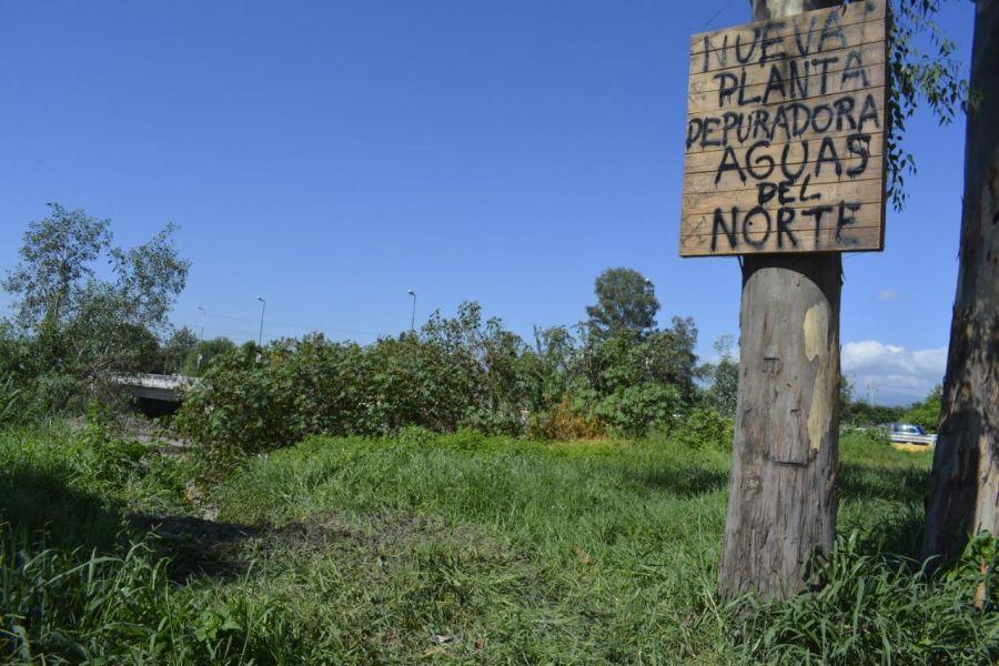 """El sector de derrame cloacal en el río Arenales fue bautizado por los propios vecinos como """"Planta depuradora de Aguas del Norte""""."""