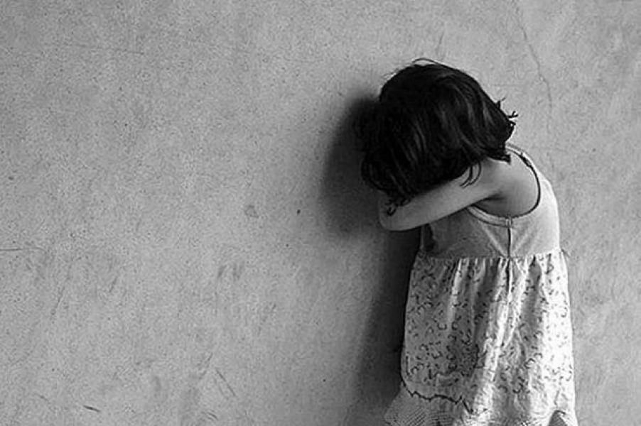 La pequeña de 5 años dio su testimonio por Cámara Gesell y complicó a su padre.