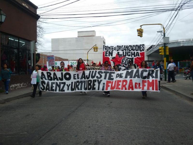 La manifestación de militantes del Partido Obrero se concentró en las puertas de la empresa de SAETA y llegó a la Plaza 9 de Julio.