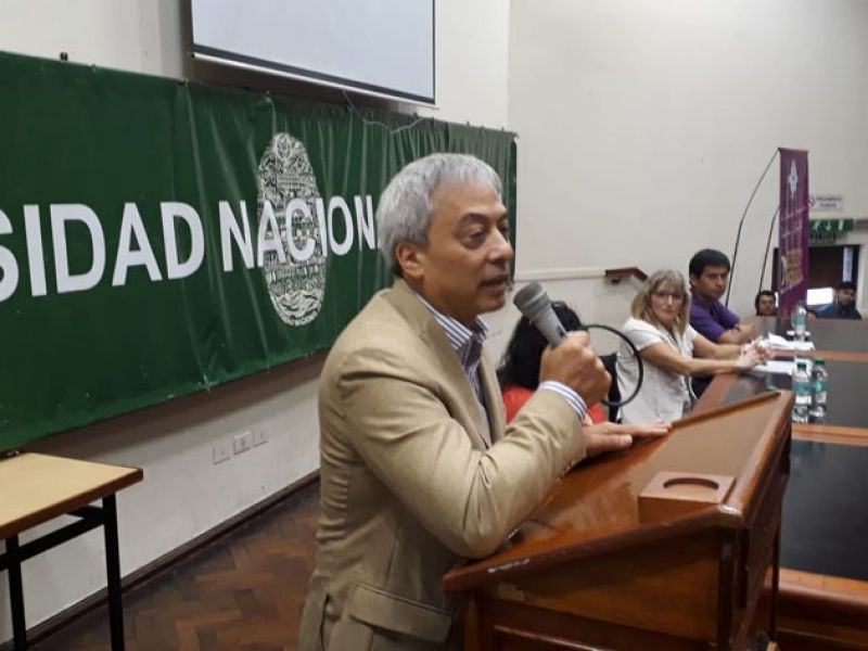 De los 17.000 alumnos que se inscriben sólo permanece en primer año el 40 por ciento, dijo Edgardo Sham, vicerector de la UNSa.