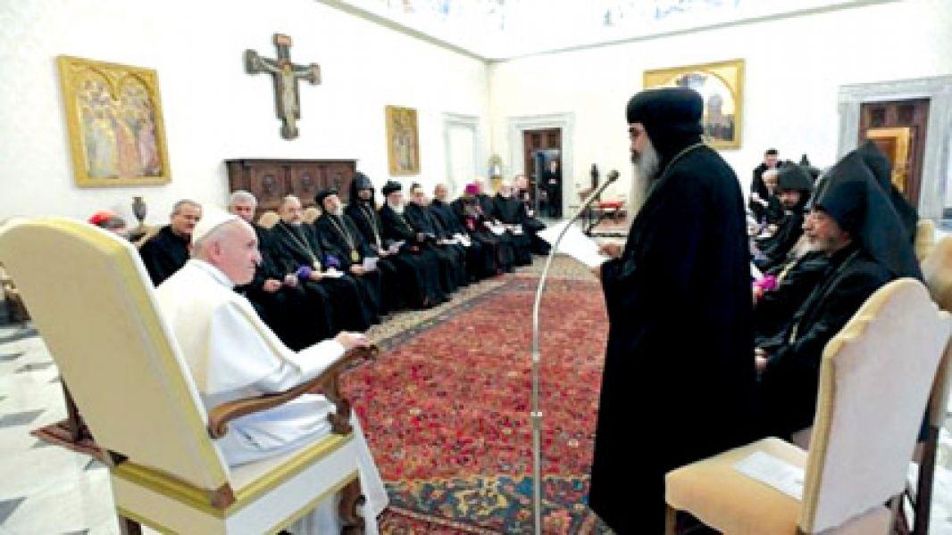Francisco con dignatarios ortodoxos.